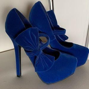NWOT Wild Rose vegan blue faux-velvet heels 6/$14